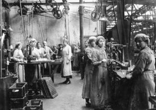 WW1 Women Factory Workers in Tottenham